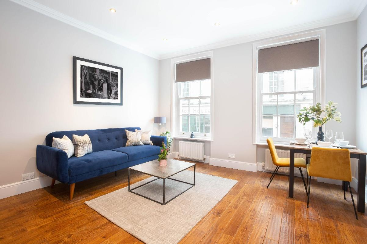Panton Street, bright and cosy one bedroom apartment by LOVELYDAYS