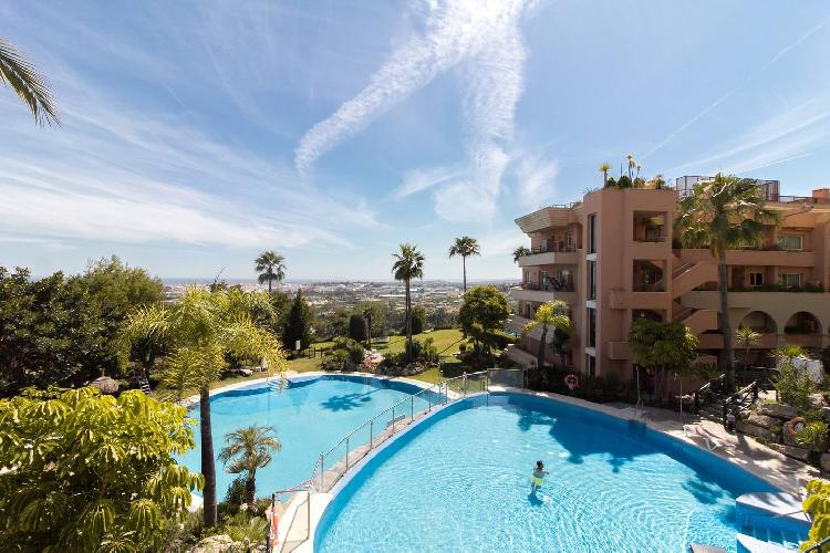 HEATED ROOFTOP POOL PENTHOUSE VIEWS MAGNA MARBELLA