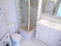 neat and fresh toilet and bath in Tour Eiffel - Suffren luxury apartment