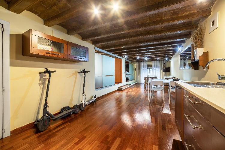 (AR29) BARCELONA | FUNKY  APT | 2 ELECTRIC SCOOTERS ¦