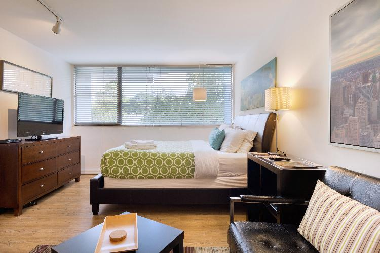 Chic Premium Studio Apartment (A) - Includes Weekly Cleanings w/ Linen Change