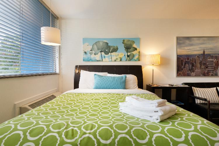 Chic Premium Studio Apartment (B) - Includes Weekly Cleanings w/ Linen Change