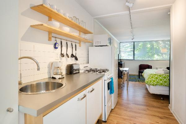 Cool Classic Studio Apartment (C) - Includes Weekly Cleanings w/ Linen Change