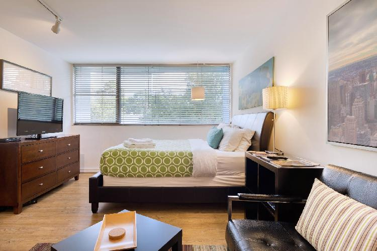 Chic Premium Studio (E) Easy Access to Buckhead & Midtown Incl. Weekly Cleans
