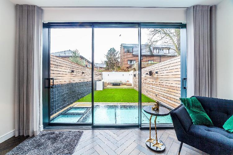 15 Battersea · Unique 3 BDR Luxurious House near Battersea Park