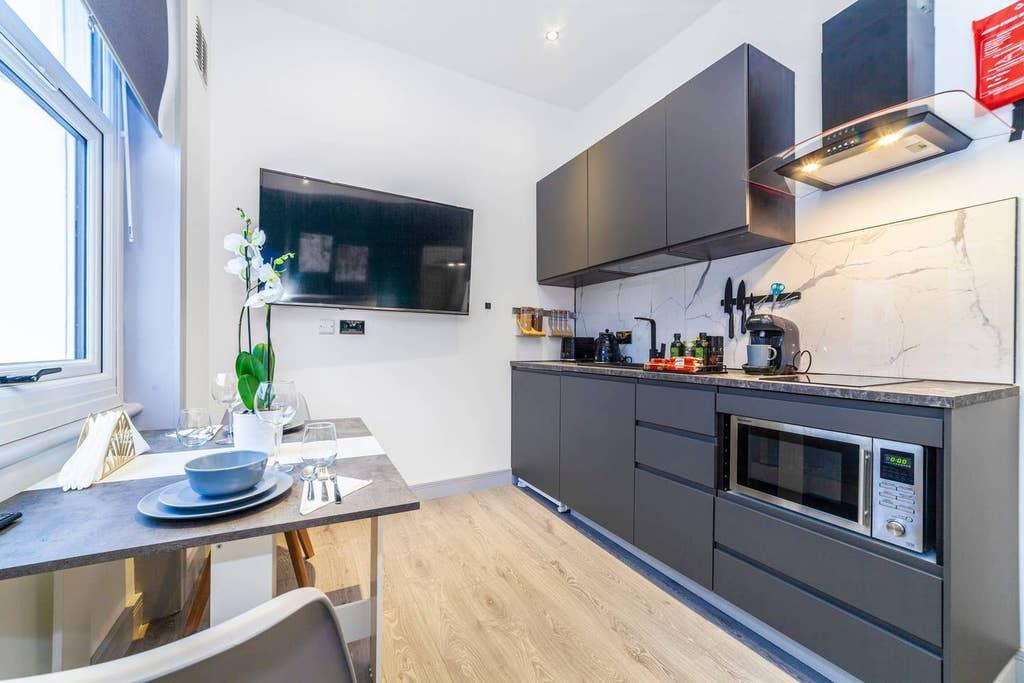 Earl's Court 4 · Bright and Beautiful Studio, Earl's Court