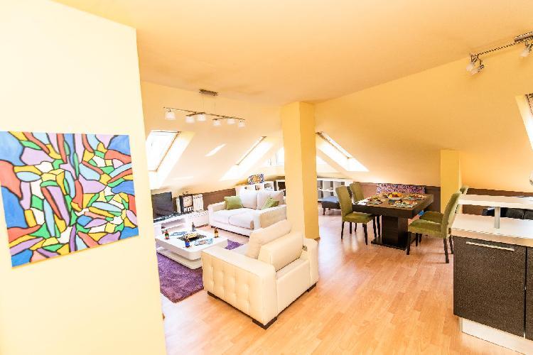 Spacious design loft in beautiful neighborhood