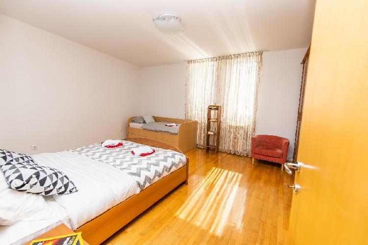 Modern 2BDR apartment in the center- FREE PARKING