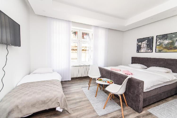 Modern and bright Studio! HEART of the City center