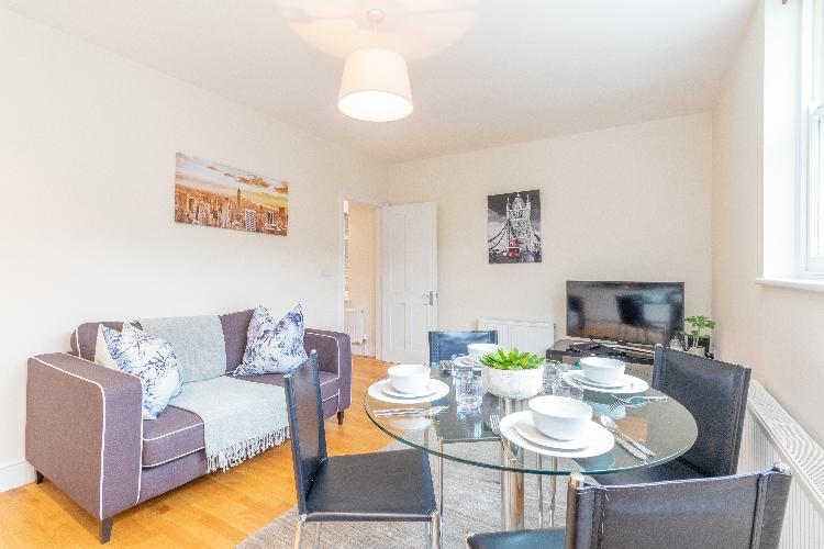 Modern Two Bedroom Apartment in Hammersmith - 203A