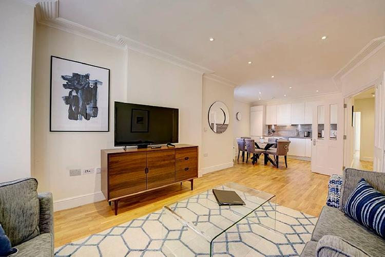 Bright Three Bedroom Apartment in Hammersmith - 37