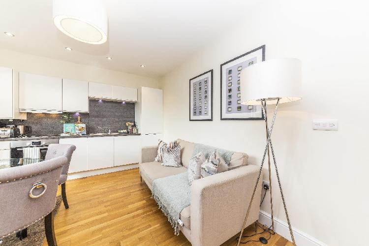 Modern Two Bedroom Apartment in Hammersmith  -205A