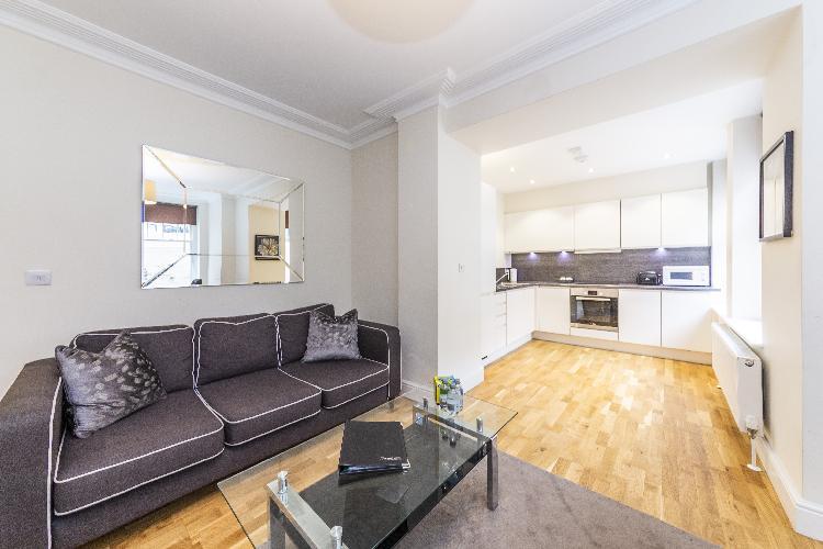 Modern Three Bedroom Apartment in Hammersmith
