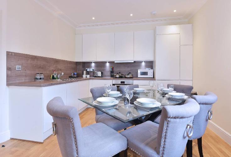Modern Three Bedroom Apartment in Hammersmith -29