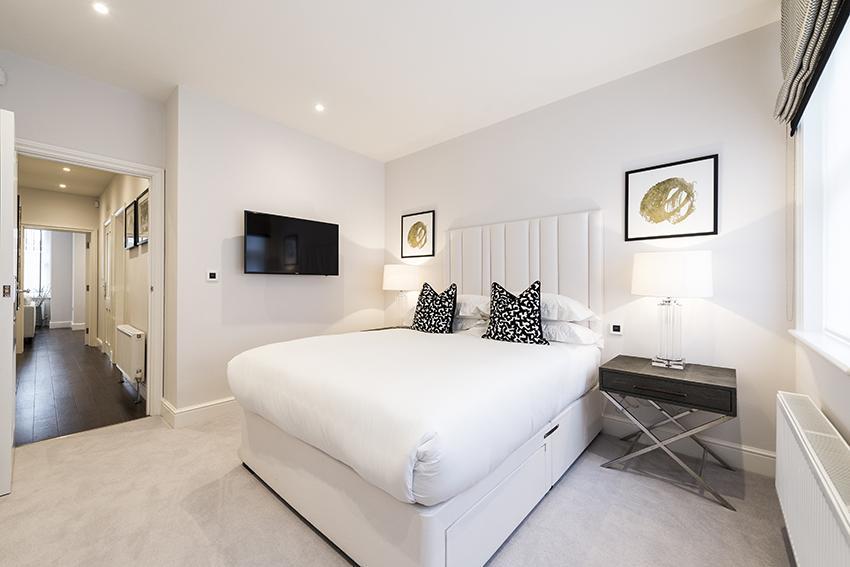 Luxury Three Bedroom, Three En-suite Apartment in Hammersmith - Flat 131 (Lower Ground Floor)