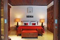 pristine bedroom linens in Bali - Jimbaran-Beach Villa luxury apartment