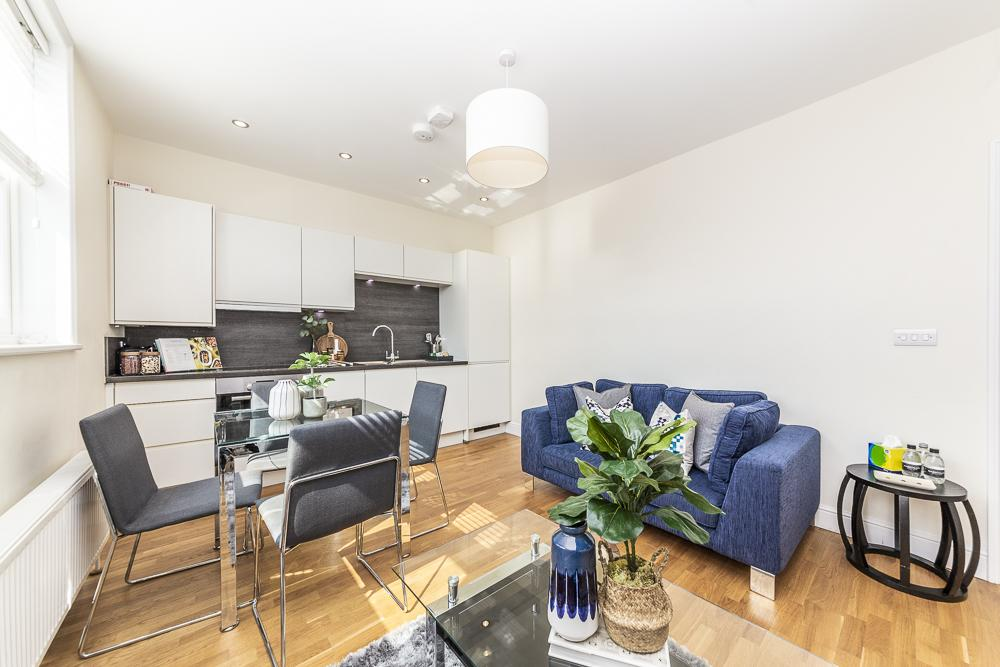 Modern Two Bedroom Apartment in Hammersmith - 207A