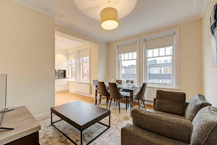 Modern 3 Bed Apartment next to the Park - 210A
