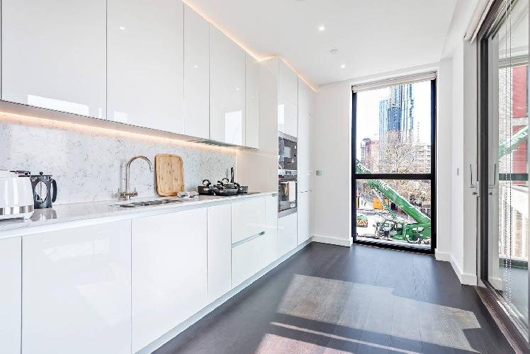 Modern, Bright 2 Bed Apartment with Winter Garden