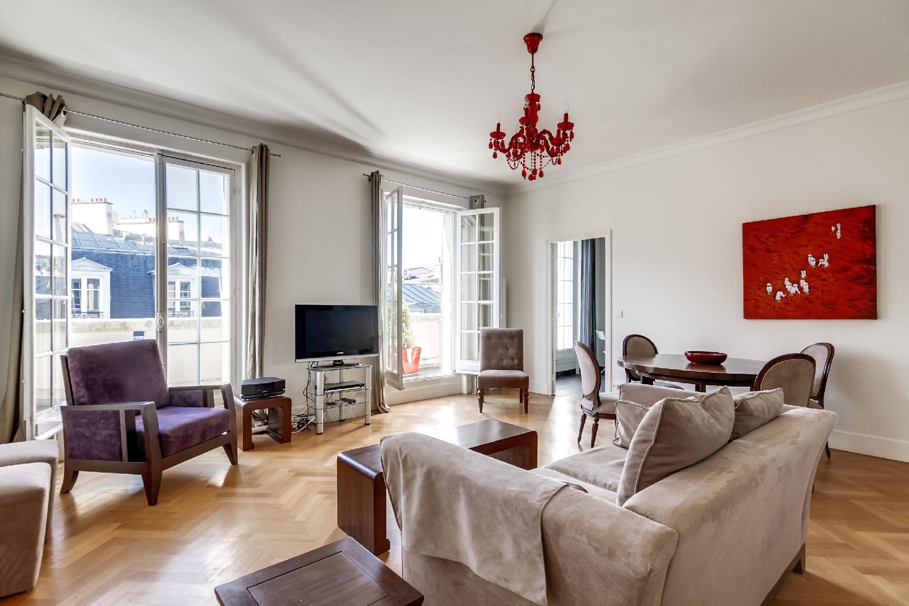 spacious luxury 2-bedroom apartment in Paris