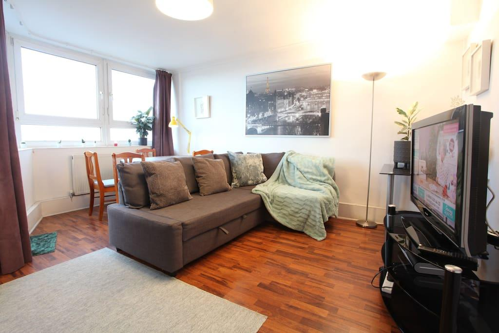 Bright Comfortable Chelsea flat - Great Location!