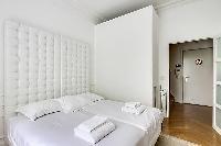 pristine bedding in Saint Germain des Prés - Luxembourg Suite luxury apartment