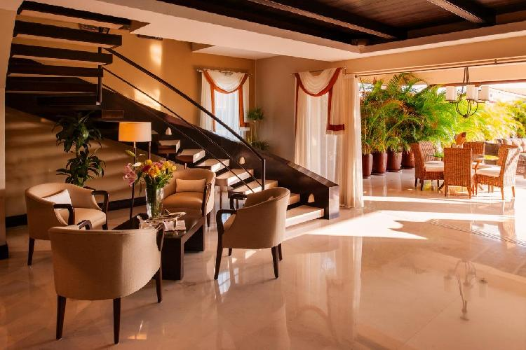 Sophisticated Townhouse,  Access to all Beach clubs & Golf / Cook Included