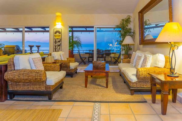 Penthouse with Panoramic Ocean Views- Steps to Beach, Restaurants & Shops