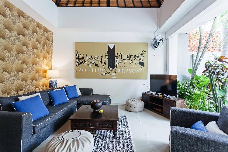 Villa Casa · Retro Courtyard Villa with Rooftop Patio, Pool, Games Room
