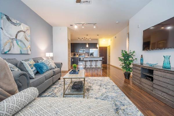 LUXURIOUS MODERN/FULLY EQUIPPED MIDTOWN COZY CONDO - ?????