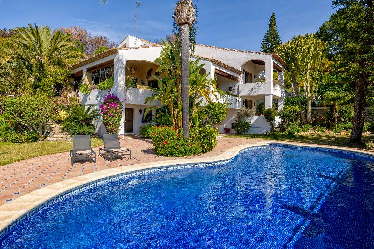 Luxury Villa El Paraiso by Rafleys, Sea Views, Private Pool, Air con