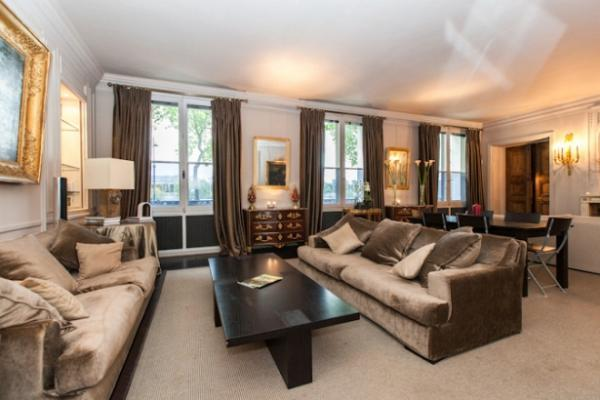 3-bedroom Paris luxury apartment with a beautiful Seine river view, and it is situated almost next t