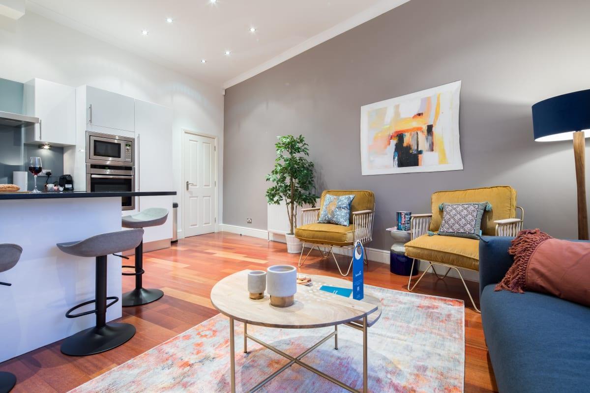 The Kensington Palace Retreat - Modern 2BDR Flat