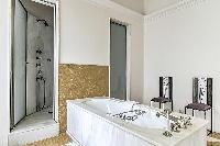cool bathtub in Saint Germain des Prés - Luxembourg Guynemer luxury apartment