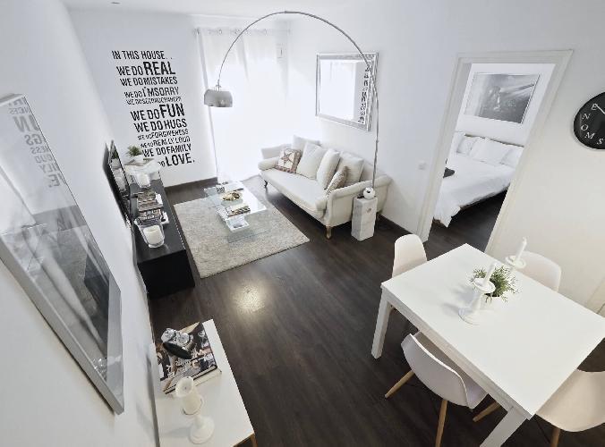 3Br Boutique Apt with Balcony