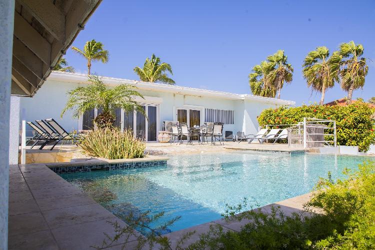 A Ocean View Malmok Villa