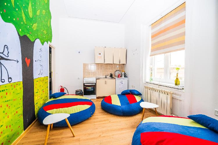 Modern room for 4- ARTISTIC Guesthouse-MAIN STREET