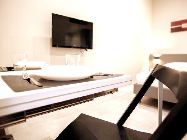 Alba - Super Modern Fiera Milano Aparthotel- 2pax-