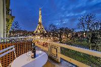 amazing view of the Eiffel Tower from Tour Eiffel - Trocadero Albert de Mun