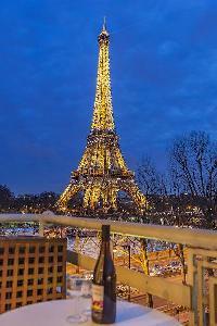 splendid balcony of Tour Eiffel - Trocadero Albert de Mun