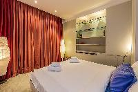crisp and clean bedroom linens in Tour Eiffel - Trocadero Albert de Mun