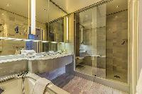 cool bathroom interiors of Tour Eiffel - Trocadero Albert de Mun