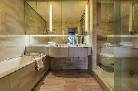awesome bathroom interiors of Tour Eiffel - Trocadero Albert de Mun