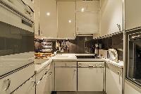 modern kitchen appliances in Tour Eiffel - Trocadero Albert de Mun