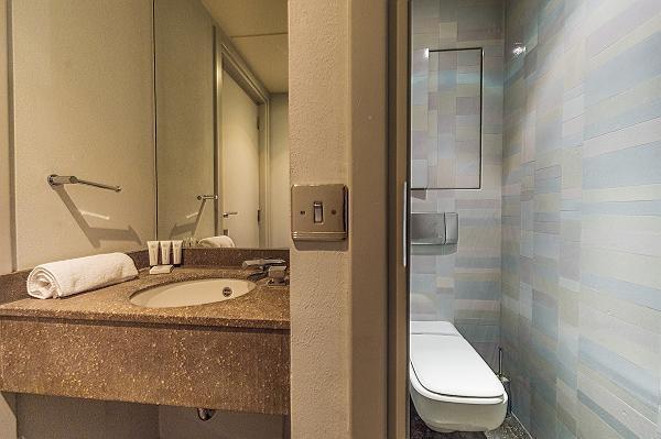 neat and fresh bathroom in Tour Eiffel - Trocadero Albert de Mun