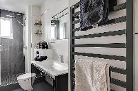 fresh and clean bathroom in Passy - Trocadero I luxury apartment