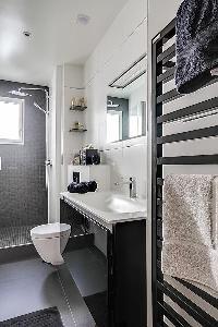 clean and fresh bathroom in Passy - Trocadero I luxury apartment