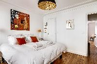 clean and crisp bedroom linens in Passy - Trocadero I luxury apartment