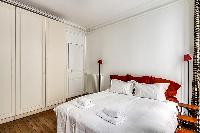 clean and fresh bedroom linens in Passy - Trocadero II luxury apartment