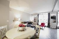 spacious Trocadero - Sablons luxury apartment